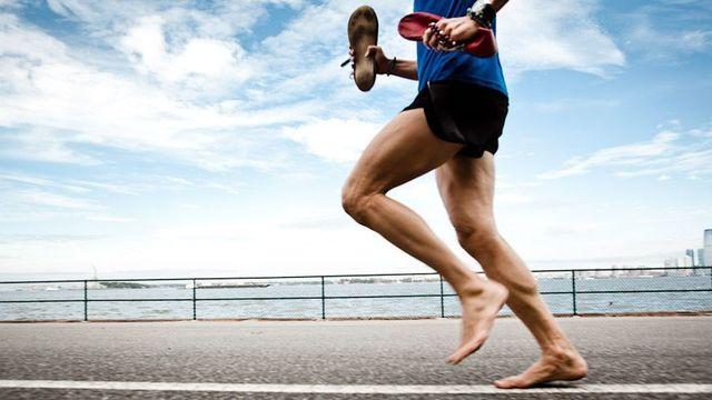 Correr descalzo articulo